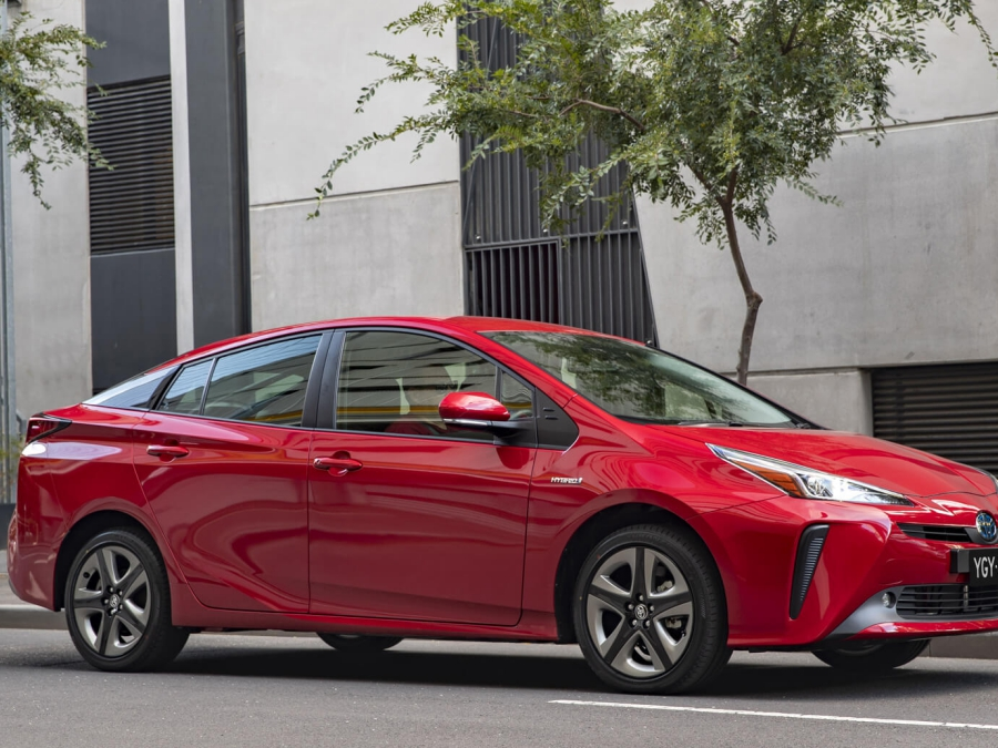 Toyota Updates Style and Technology for 2019 Prius